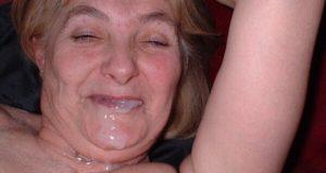 80 Jahre alte oma lässt sich ins maul ficken