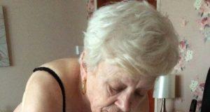 Oma lässt sich gegen Taschengeld ficken