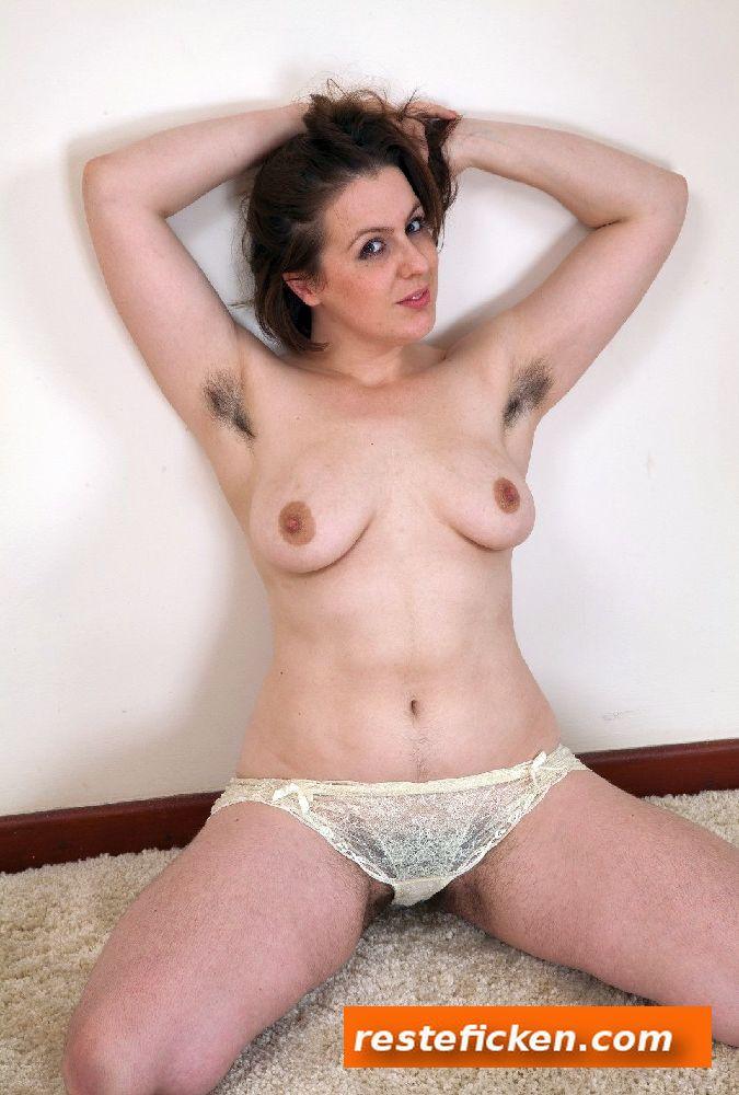 MILF mit haariger Fotze sucht Sextreffen