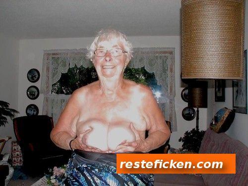 Granny wartet im Hotel Oma auf dich